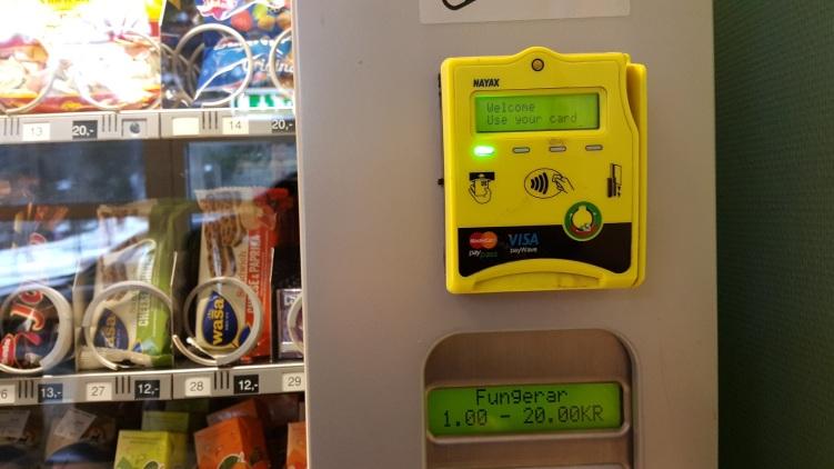 Na, einen Snack mit Karte zahlen? - Automat im Krankenhaus