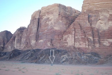 Riesige Felsen: Sooo klein ist ein LKW!