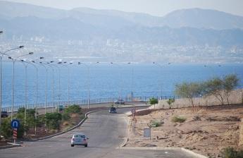 Blick auf den Golf von Aqaba, im Hintergrund Eilat, Israel