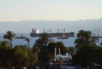 Frachtschiffe im Hafen von Aqaba